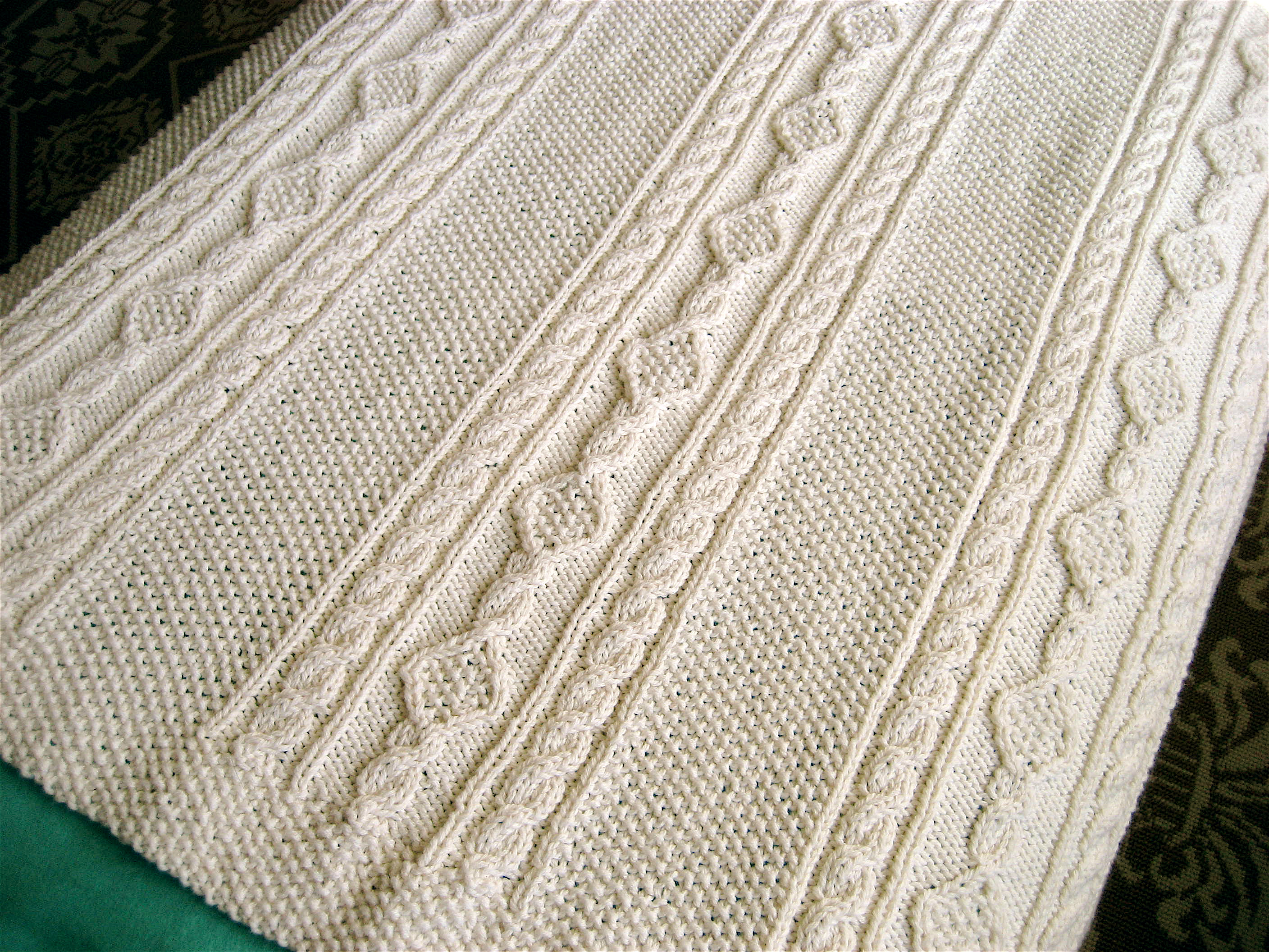Patterns For Baby Blankets To Knit : Irish Knit Baby Blanket Big A, Little A