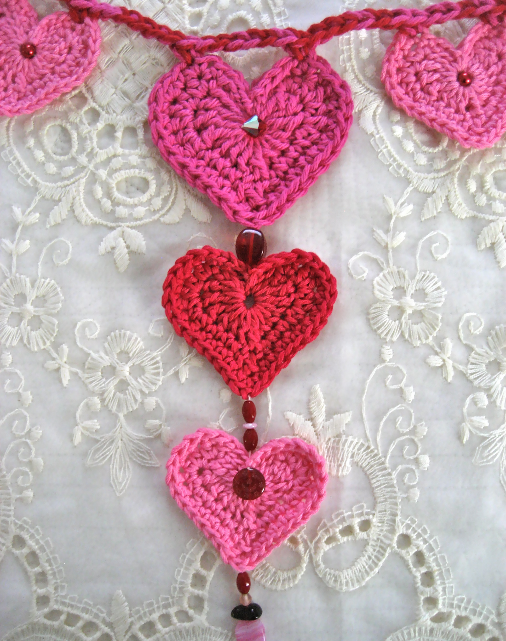 Crochet Valentine : Valentine?s Day - Crochet Heart Garland Big A, Little A