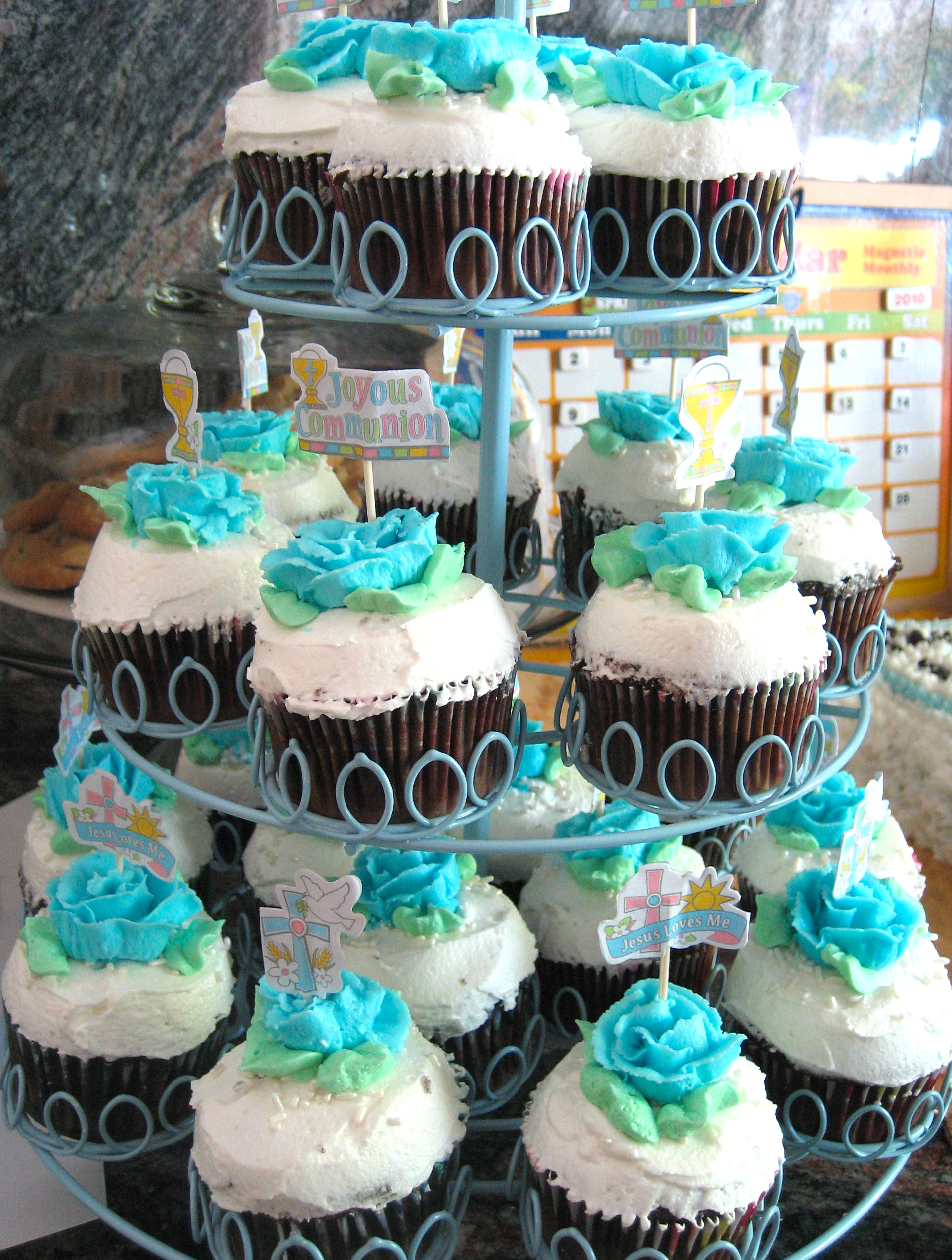 Cupcake Decorating Ideas For First Communion : First Communion Cupcakes for Michael Big A, Little A